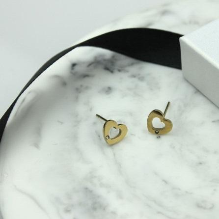 Kolczyki ze stali chirurgicznej – Złote Kolczyki Serca